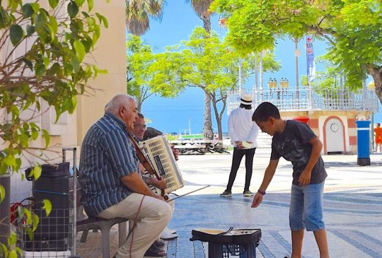 Faro-street-musician