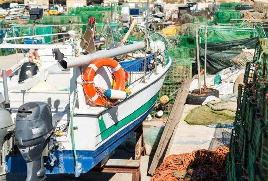 marina-old-boat
