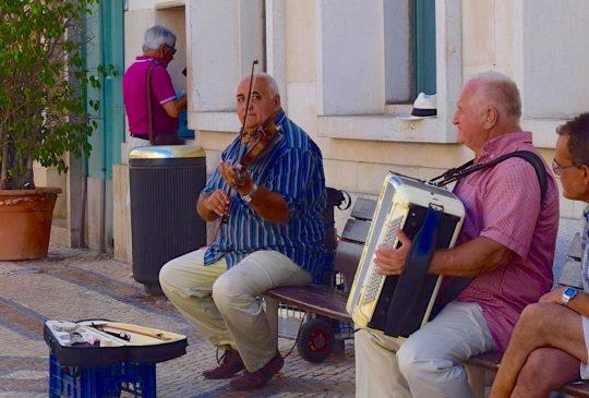 Street-musicians-Faro